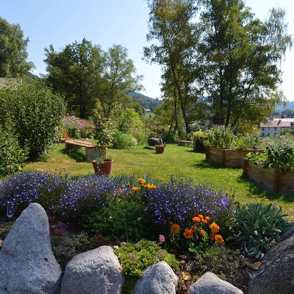 Jardin et parc du village vacances nature vosges les 4 vents