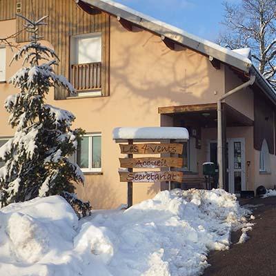 Accueil du village vacances les 4 Vents l'hiver sous la neige