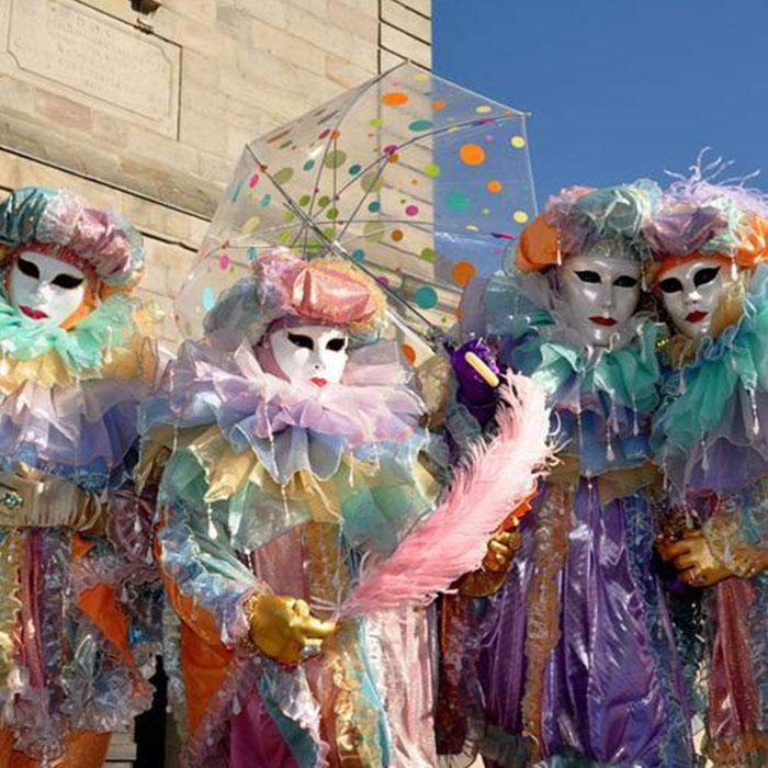 Carnaval de Remiremont en groupe de randonneurs - 4 Vents Vosges