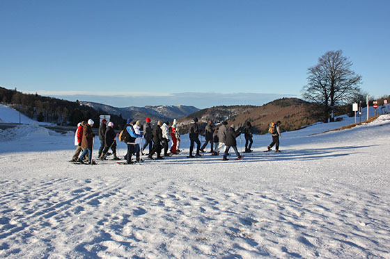Groupe de randonneurs raquettes au village vacances les 4 Vents Vosges